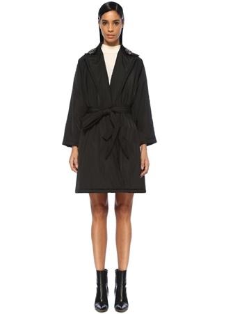 Siyah İşlemeli Yaka Detaylı Kuşaklı Palto
