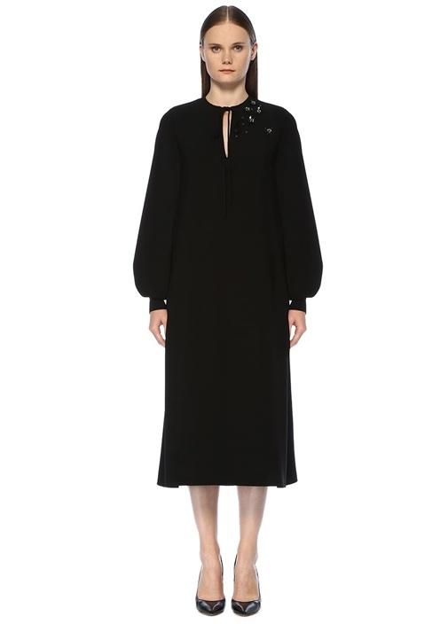 Siyah Yakası Bağlı İşlemeli Midi Krep Elbise