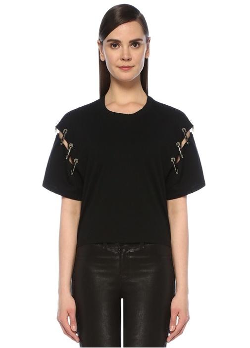 Siyah Kolu Kesim Detaylı Aksesuarlı T-shirt