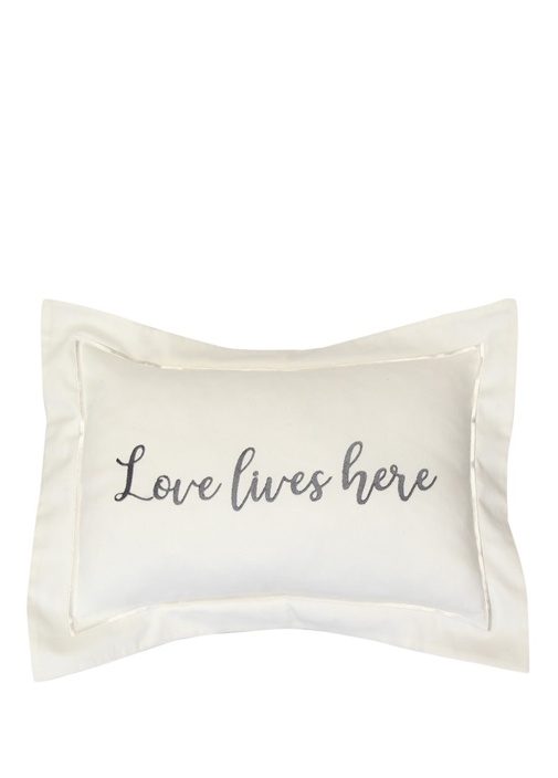 Love Lives Here Nakışlı Dekoratif SatenYastık
