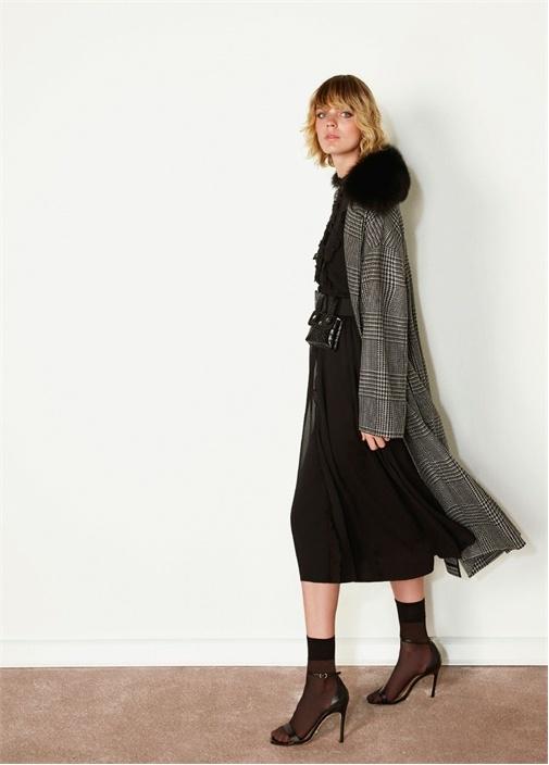 Siyah Yaka Detaylı Ekoseli Kuşaklı Yün Palto
