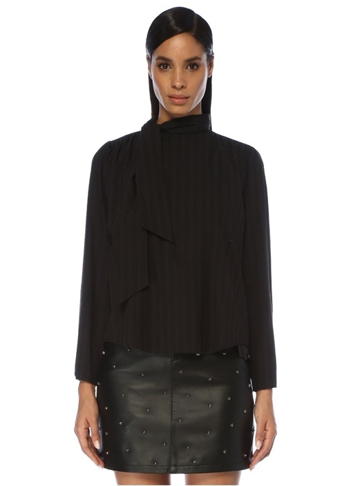 Siyah Yakası Bağcıklı Arkası Trok Detaylı Bluz
