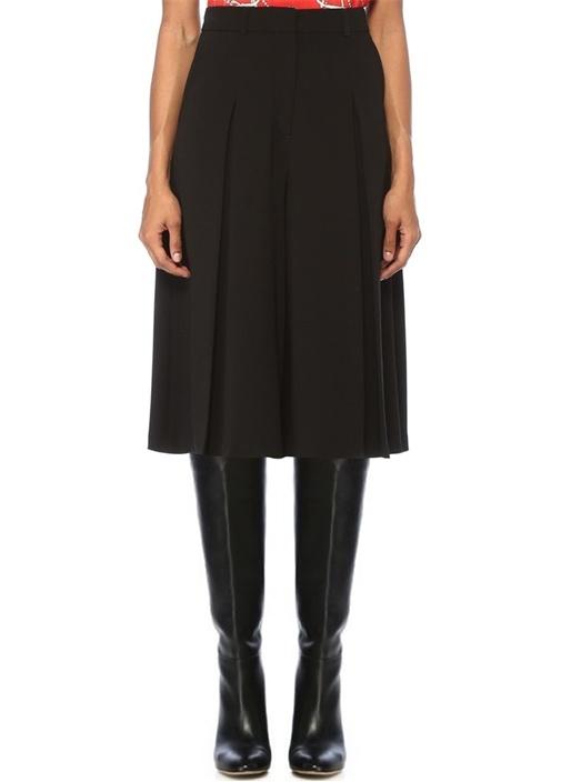 Siyah Yüksek Bel Pili Detaylı Kısa Krep Pantolon