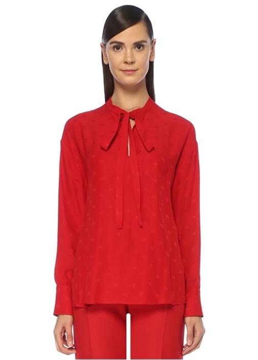 Mini VLogo Kırmızı Yakası Bağlı Jakarlı İpek Bluz