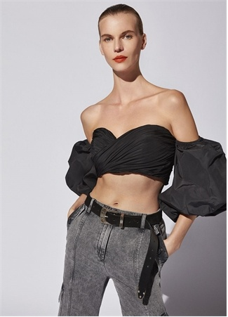 Academia Kadın Siyah Kalp Yaka Drapeli Balon Kol Crop Bluz 40