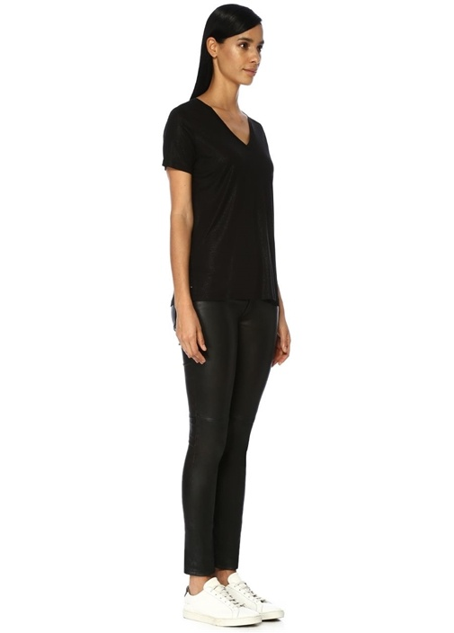 Siyah Varaklı V Yaka Dökümlü T-shirt