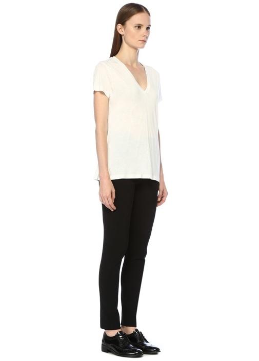 Beyaz V Yaka Dökümlü T-shirt