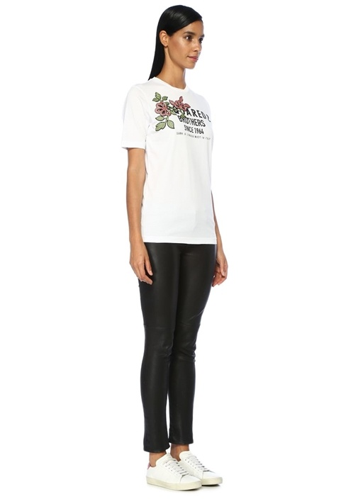 Beyaz Logo Baskılı Çiçek Nakışlı T-shirt