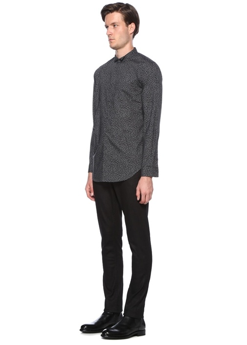 Siyah Desenli Dik Yaka Gömlek