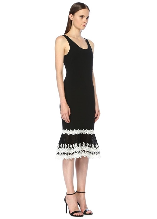 Siyah U Yaka Etek Ucu Dantelli Volanlı Midi Elbise
