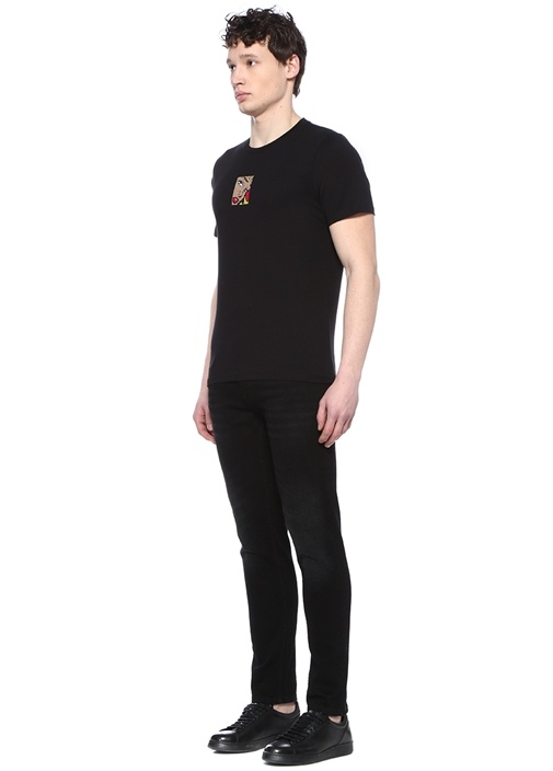 Siyah Nakış Detaylı T-shirt