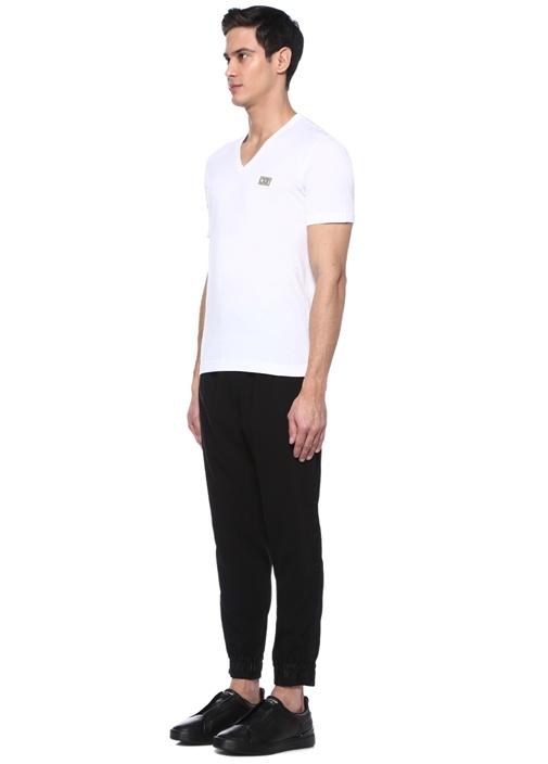 Beyaz V Yaka Taçlı Logo Patchli T-shirt