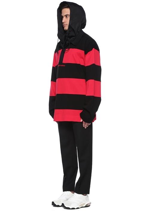 Siyah Kırmızı Kapüşonlu Yaka Detaylı Sweatshirt