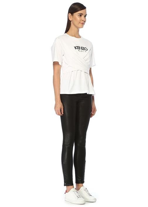Beyaz Logo Baskılı Çapraz Kesim DetaylıT-shirt