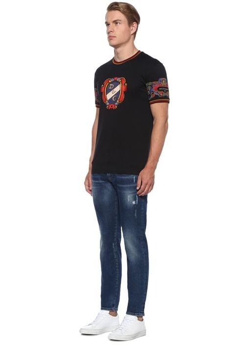 Siyah Yakası Şerit Ribli Baskılı Basic T-shirt