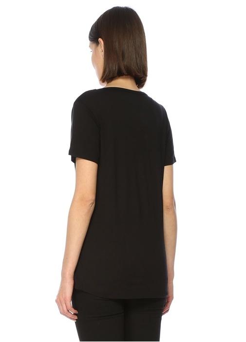 Siyah Yakası İnce Şerit Detaylı T-shirt