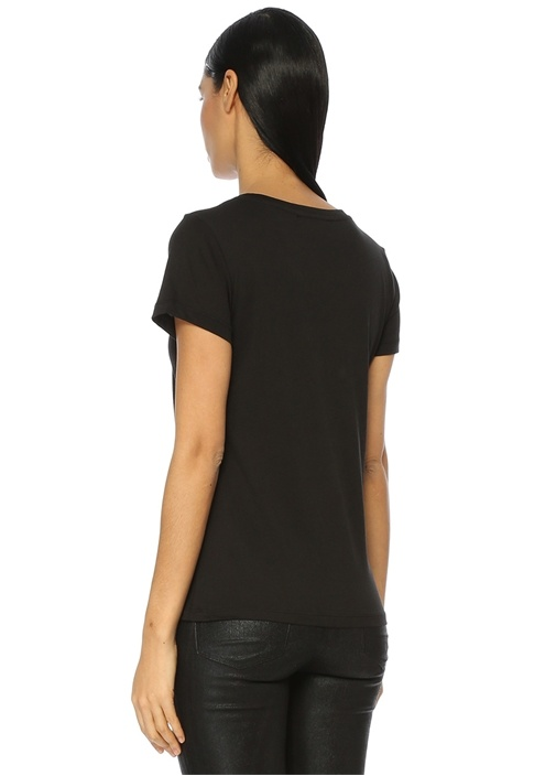 Siyah V Yaka Gül Armalı Tshirt