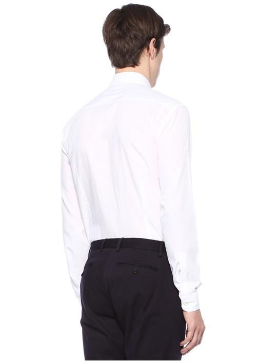 Beyaz Yakası Düğmeli Dokulu Gömlek