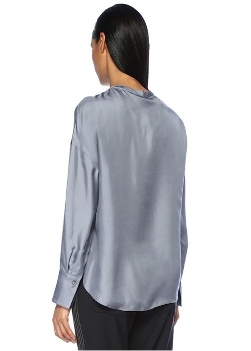 Mavi Yakası Düğmeli Zincir Detaylı Saten İpek Bluz