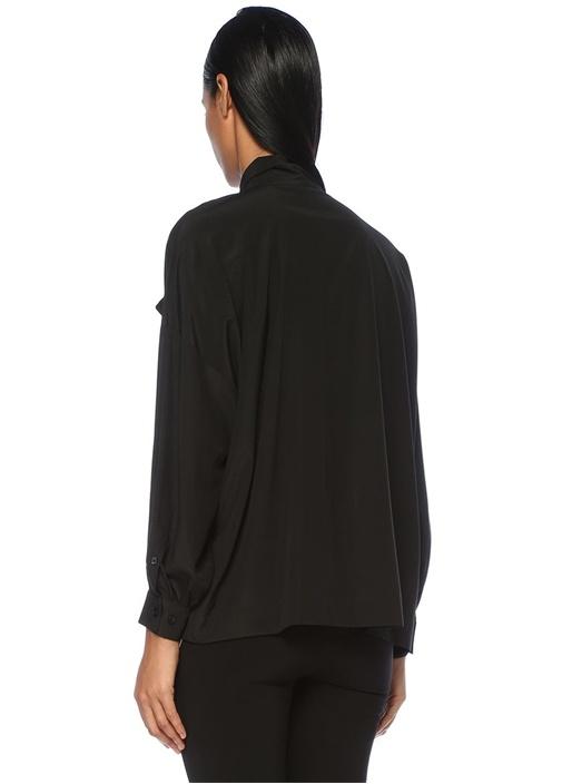 Siyah Yakası Fularlı Düşük Kol İpek Bluz
