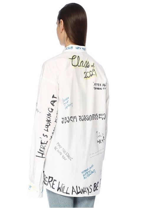 Beyaz Düğmeli Yaka Yazı Baskılı Oversize Gömlek