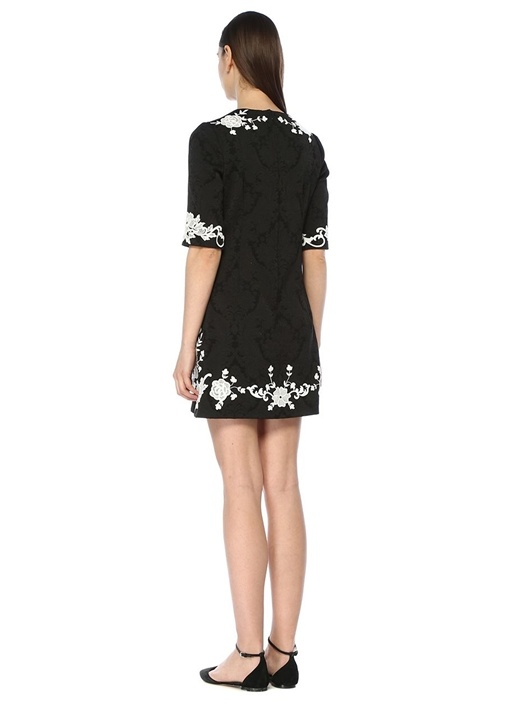 Siyah Beyaz Dantel Nakışlı Yarım Kol Mini Elbise