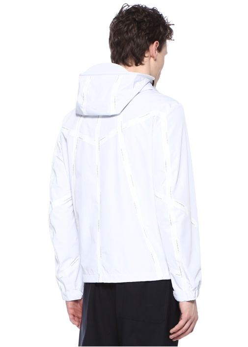 Beyaz Kapüşonlu Logo Şeritli Mont