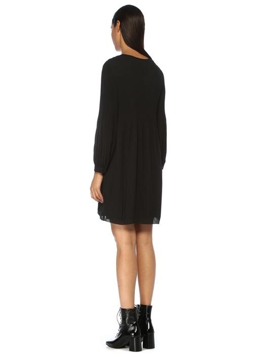 Siyah V Yaka Pileli Mini Şifon Elbise