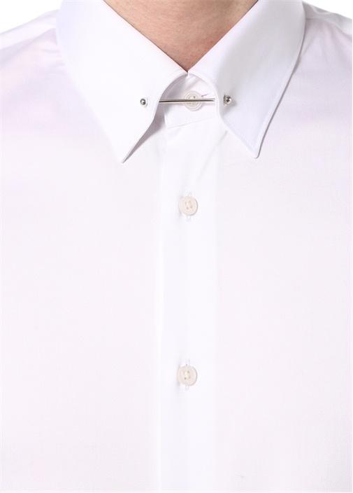 Beyaz Yakası Metal Barlı Gömlek