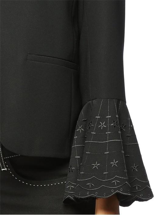Siyah Kolları Volanlı Kısa Ceket