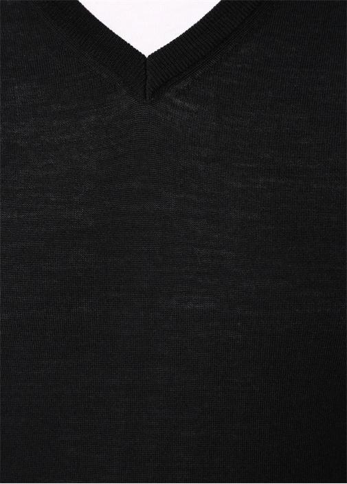 Siyah V Yaka Yün Kazak