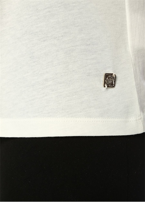 Beyaz V Yaka Gold Logolu Basic T-shirt