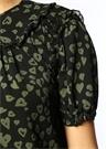 Siyah Kalp Desenli Yaka Detaylı Fırfırlı Bluz
