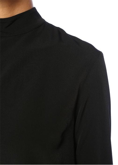 Siyah Dik Yaka Asimetrik Volanlı Bluz
