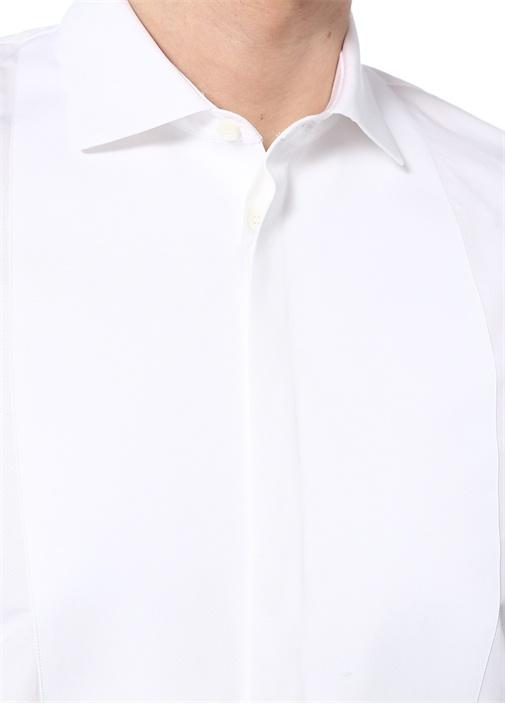 Beyaz Klasik Yaka Düğme Kapatmalı Gömlek