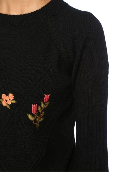 Siyah Ribli Çiçek Nakışlı Yünlü Kazak