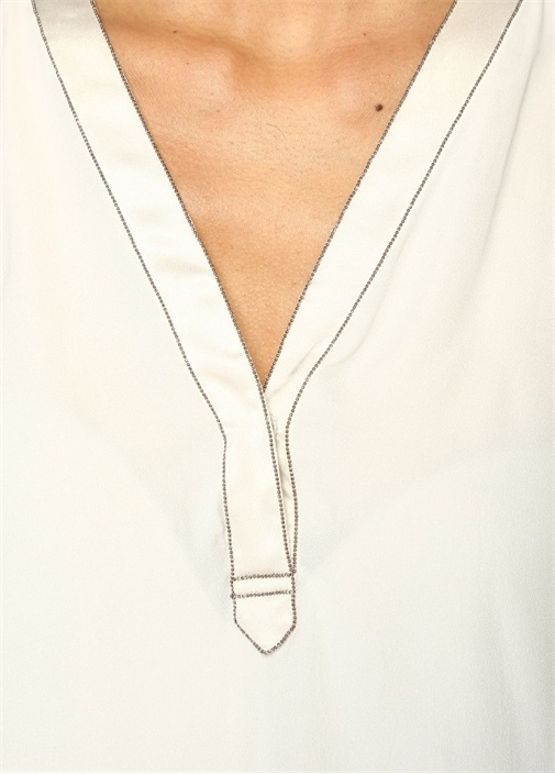 Beyaz V Yaka Zincir Detaylı İpek Bluz