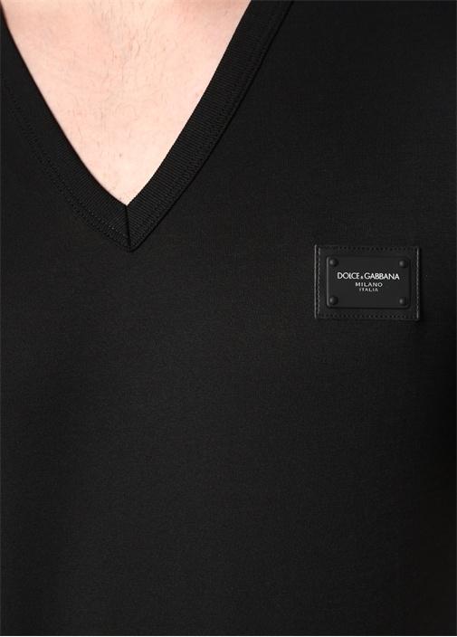 Siyah V Yakalı Logolu T-shirt