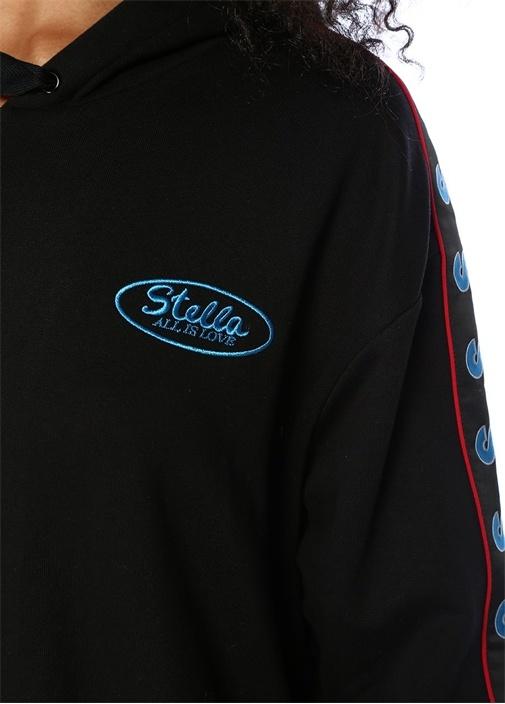 Siyah Kapüşonlu Kolları Logolu Şeritli Sweatshirt