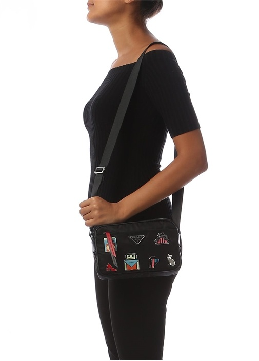 Siyah Metal Broşlu Logolu Kadın Çanta