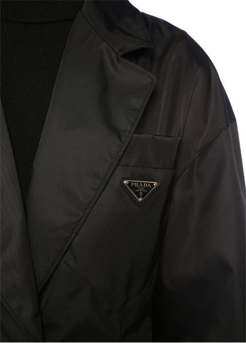 Siyah Kelebek Yaka Sırtı Fiyonk DetaylıPalto