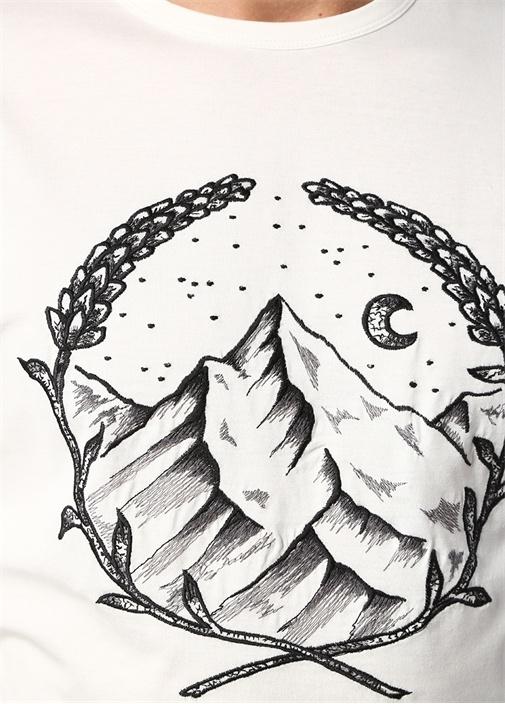 Beyaz Dağ Nakışlı T-shirt