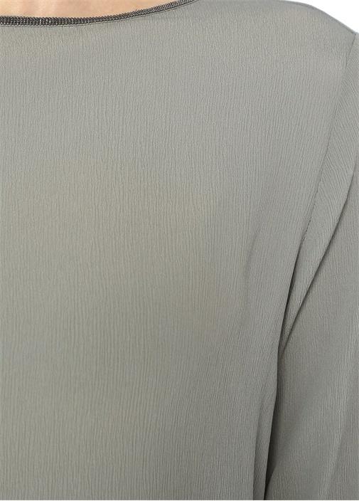 Gri Kayık Yaka Zincir Detaylı İpek Bluz