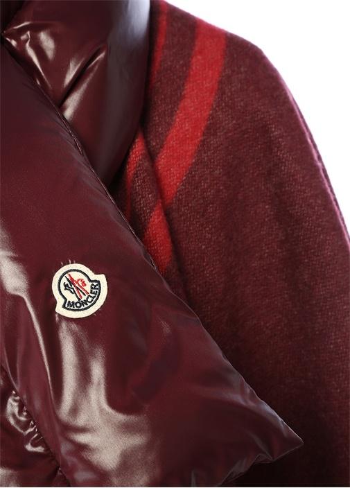 Kırmızı Yaka Detaylı Garnili Logolu YünPelerin