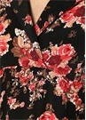 Siyah Kelebek Yaka Çiçekli Fırfırlı Midi Elbise