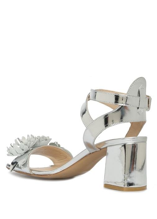 Metalik Silver Çiçekli Kadın Deri Sandalet