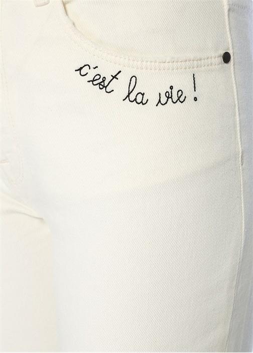 Beyaz Yazı Nakış Detaylı Mom Fit Jean Pantolon
