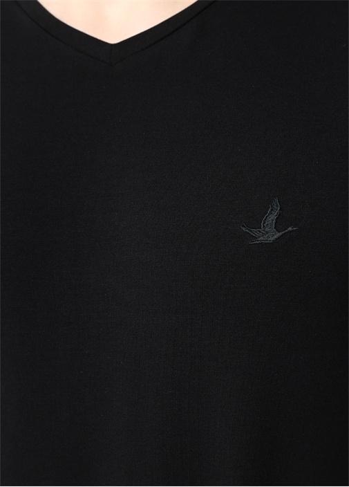 Siyah V Yaka Logo Nakışlı Basic T-shirt