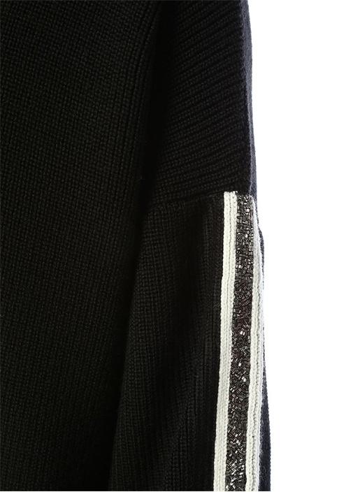 Siyah Kapüşonlu Kolları İşlemeli Şeritli Yün Kazak