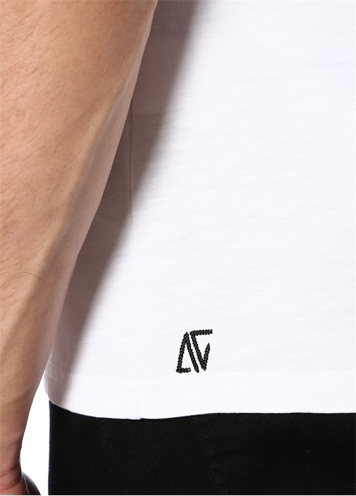 Physically Available Nakışlı Beyaz Basic T-shirt